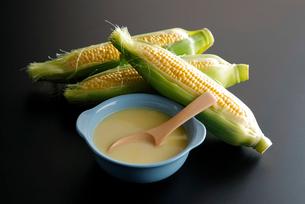 コーンスープのイメージ写真の写真素材 [FYI01756900]