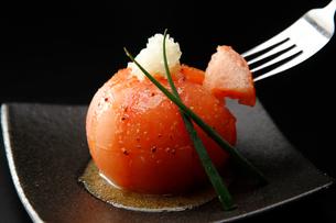 まるごとトマトサラダの写真素材 [FYI01756919]