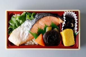 鮭弁当の写真素材 [FYI01757000]