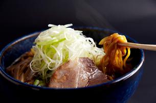 札幌コッテリ醤油ラーメンの写真素材 [FYI01757022]