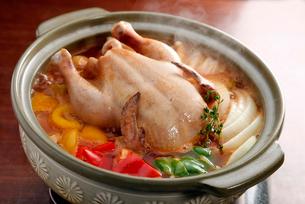 豪快鶏鍋の写真素材 [FYI01757131]