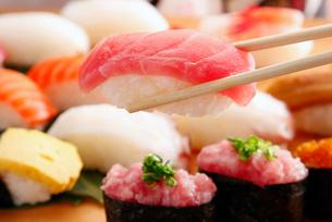 マグロ寿司のイメージの写真素材 [FYI01757163]