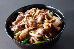 中華風牛丼の写真素材 [FYI01757300]