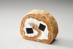コーヒーゼリー入りロールケーキの写真素材 [FYI01757306]
