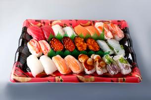 生寿司セットの写真素材 [FYI01757382]