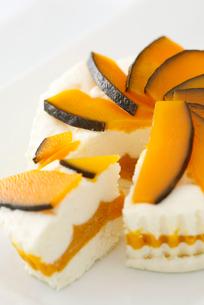 かぼちゃのチーズケーキの写真素材 [FYI01757476]