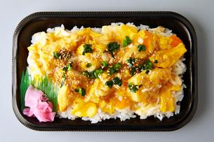 ふんわり親子丼の写真素材 [FYI01757641]