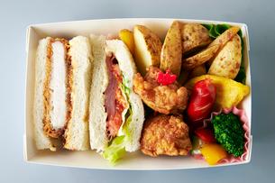 サンドイッチ弁当の写真素材 [FYI01757669]