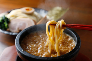熱々漬け麺の写真素材 [FYI01757716]