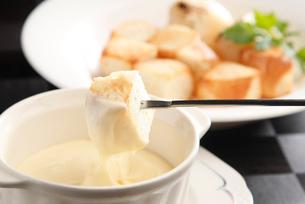チーズフォンデュ-の写真素材 [FYI01757791]