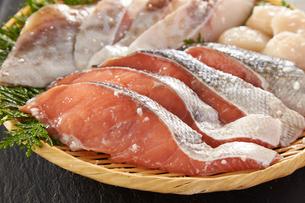 鮭の糠漬けの写真素材 [FYI01757840]