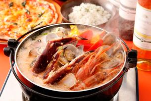 洋風海鮮鍋の写真素材 [FYI01757968]
