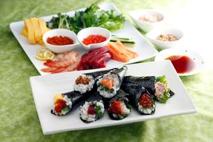手巻き寿司の写真素材 [FYI01757995]