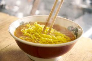 味噌ラーメンを作る工程写真の写真素材 [FYI01758079]