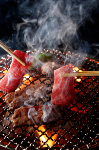 和牛サガリの炭火焼肉イメージの写真素材 [FYI01758295]