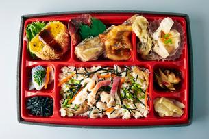 ホッキの炊き込みご飯弁当の写真素材 [FYI01758452]