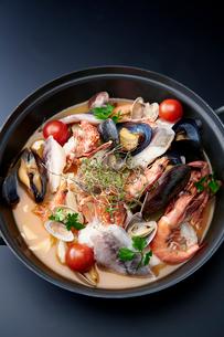 上から見た海鮮鍋の写真素材 [FYI01758772]