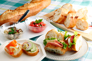フランスパンのイメージ写真の写真素材 [FYI01758811]