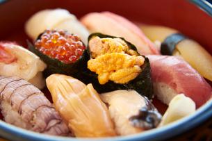 小樽の寿司(アップ)の写真素材 [FYI01758877]