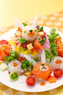 ウサギのキャラ寿司の写真素材 [FYI01758966]