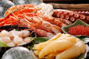 ボタン海老,タラバ蟹など海鮮セットの写真素材 [FYI01758980]