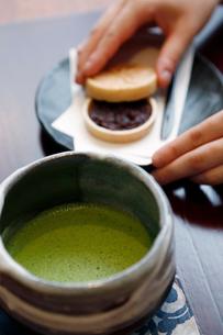 抹茶と和菓子の写真素材 [FYI01758987]
