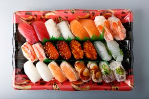生寿司セットの写真素材 [FYI01759016]