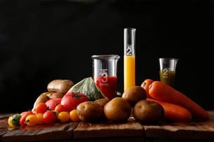 野菜と野菜ジュースの写真素材 [FYI01759027]