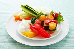 トマトと胡瓜の野菜スティック風の写真素材 [FYI01759066]