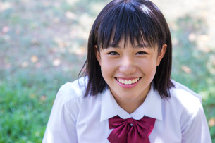 笑顔の中学生の写真素材 [FYI01759176]