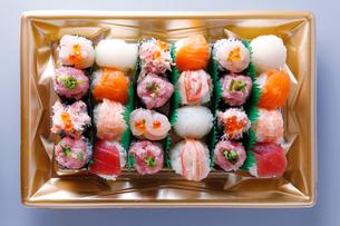 手まり寿司の写真素材 [FYI01759243]
