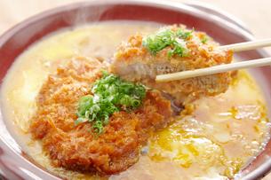 カツ丼のイメージ写真の写真素材 [FYI01759381]