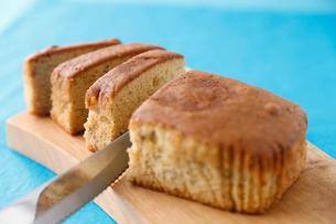 紅茶のパウンドケーキの写真素材 [FYI01759436]
