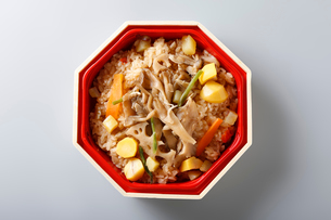 キノコの五目御飯の写真素材 [FYI01759498]