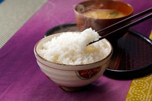 ご飯と味噌汁の写真素材 [FYI01759581]