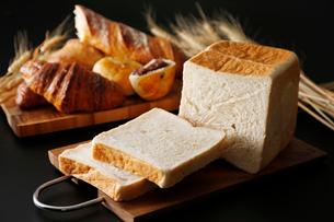 角食パンのイメージ写真の写真素材 [FYI01759812]