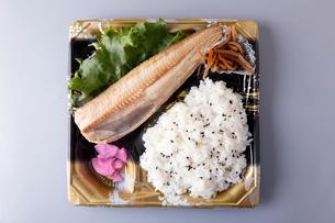 ホッケ塩焼き弁当の写真素材 [FYI01759889]