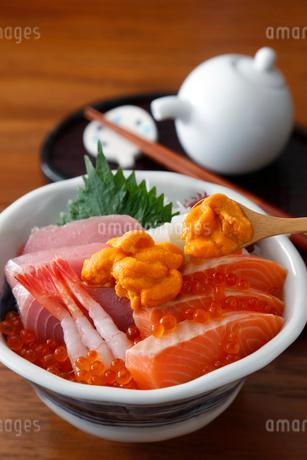 海鮮丼の写真素材 [FYI01759918]