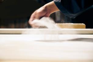 手打ち蕎麦のそば粉イメージ写真の写真素材 [FYI01760059]