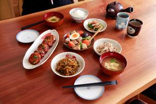 和食で食卓のイメージの写真素材 [FYI01760112]
