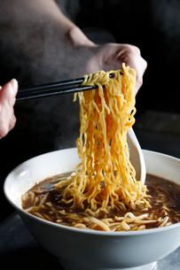 ラーメンの麺のイメージ写真の写真素材 [FYI01760237]