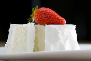 イチゴのショートケーキの写真素材 [FYI01760354]