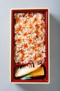 蟹とイクラの北海弁当の写真素材 [FYI01760535]