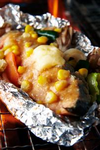 鮭のホイル焼き,チャンチャン焼き風の写真素材 [FYI01760751]