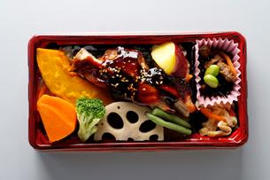 鶏のテリヤキ弁当の写真素材 [FYI01760809]