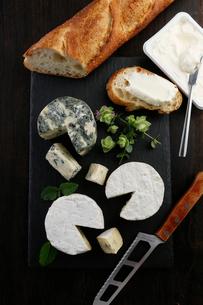 上から見たチーズ3種のイメージ写真の写真素材 [FYI01760812]