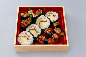 うなぎの握り鮨 巻物弁当の写真素材 [FYI01760835]
