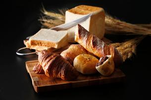 パンのイメージ写真の写真素材 [FYI01761011]