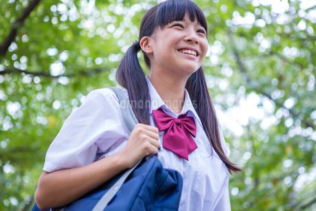 笑顔の中学生の写真素材 [FYI01761077]