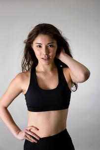 スポーツウェアを着た女性の写真素材 [FYI01761374]
